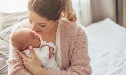 8 Neugeborenen-Hacks, die euer Leben erleichtern werden