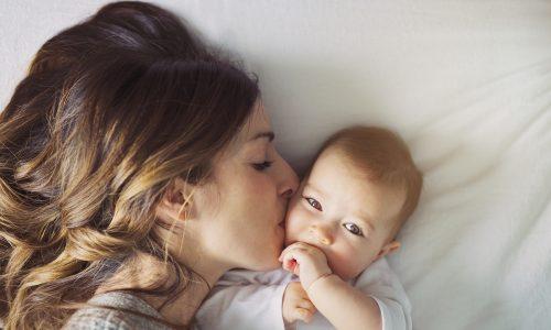 Dänische Politikerin wegen Baby aus Parlament geschmissen