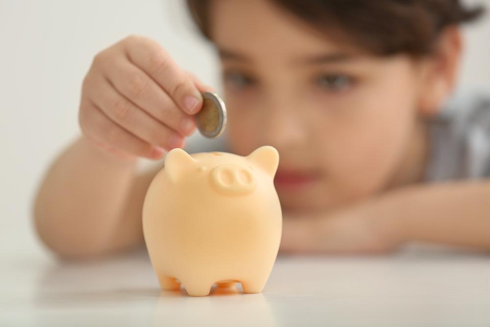 9-Jähriger verteilt Ersparnisse seiner Eltern gegen Finderlohn