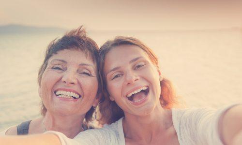Laut einer Studie fangen wir alle mit 33 Jahren an unserer Mama zu ähneln