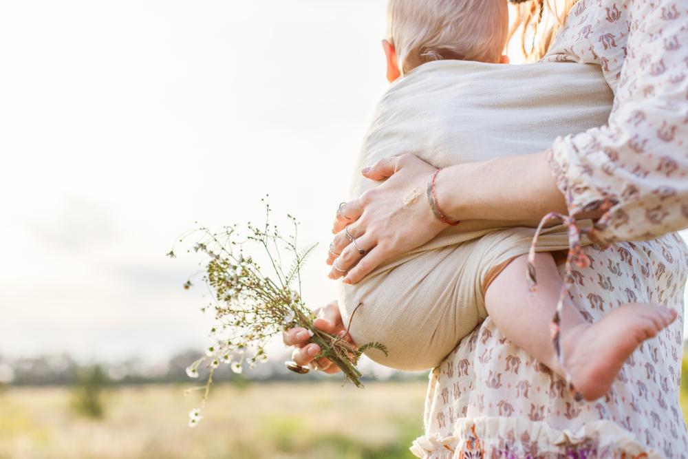 Tragen im Frühling – Was ziehe ich meinem Baby an?