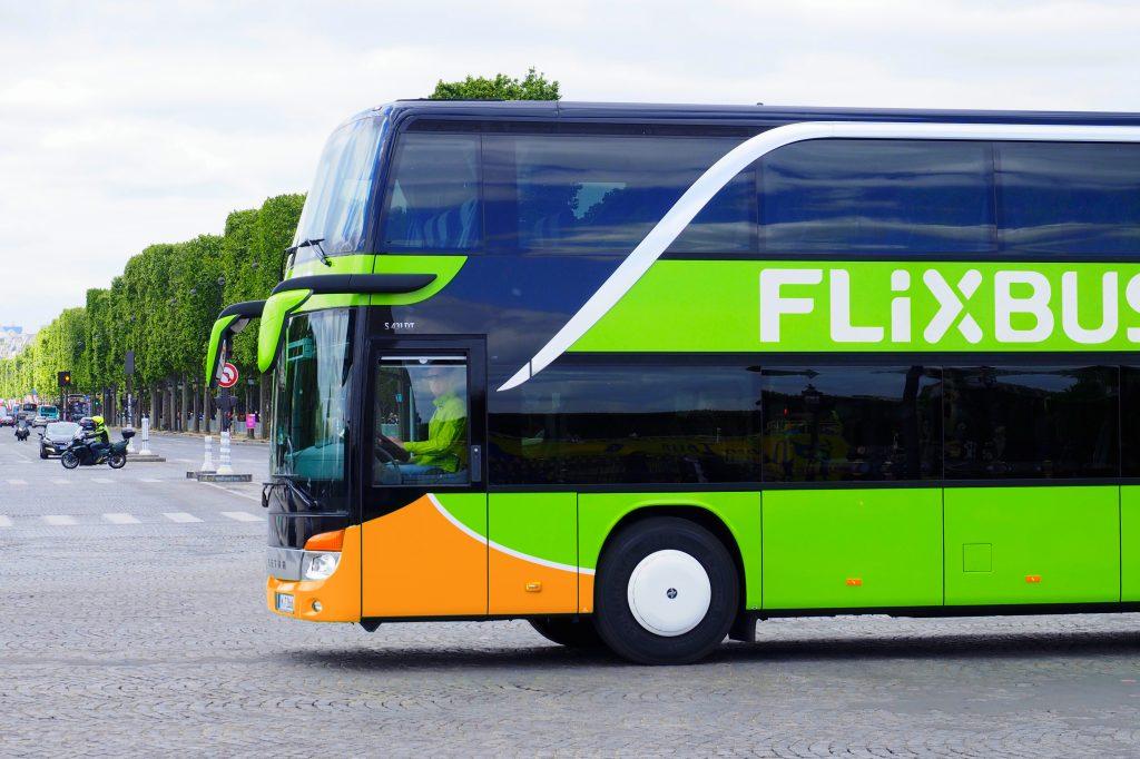 Frau bringt Baby in FlixBus zur Welt