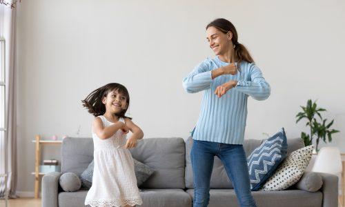 Mütter müssten 3200 Euro im Monat verdienen