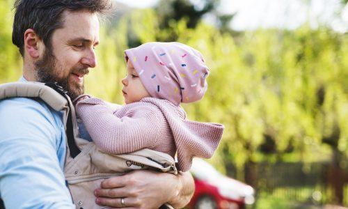 Ein Überblick: Die häufigsten Tragehilfen für Babys