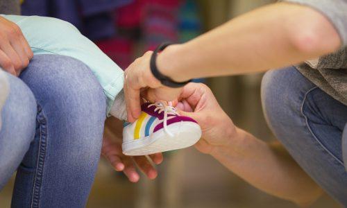 So findest du die richtigen Schuhe für dein Baby