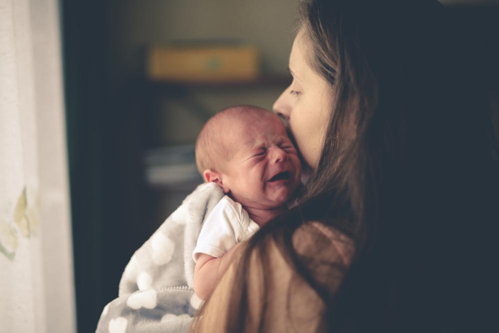 Eltern von Neugeborenen sind unglücklicher als Leute, die um verstorbenen Partner trauern