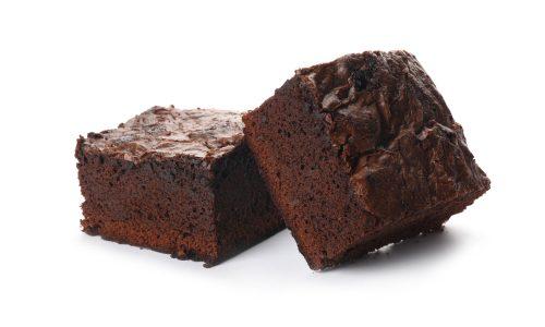 Mutter bäckt Brownies für die Schule ihrer Kinder. Mit ihrer Muttermilch.