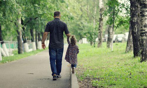 Studie belegt: Kinder von Alleinerziehenden sind genauso glücklich