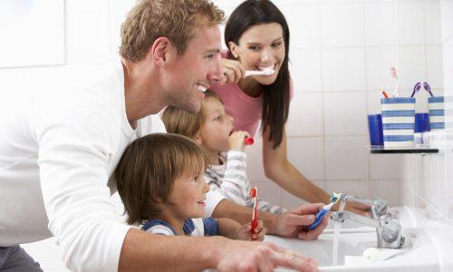 4 clevere Tipps, wie du deinem Kind das Zähneputzen näherbringen kannst