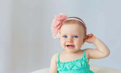 In diesem Alter bekommen Kinder die ersten Zähne