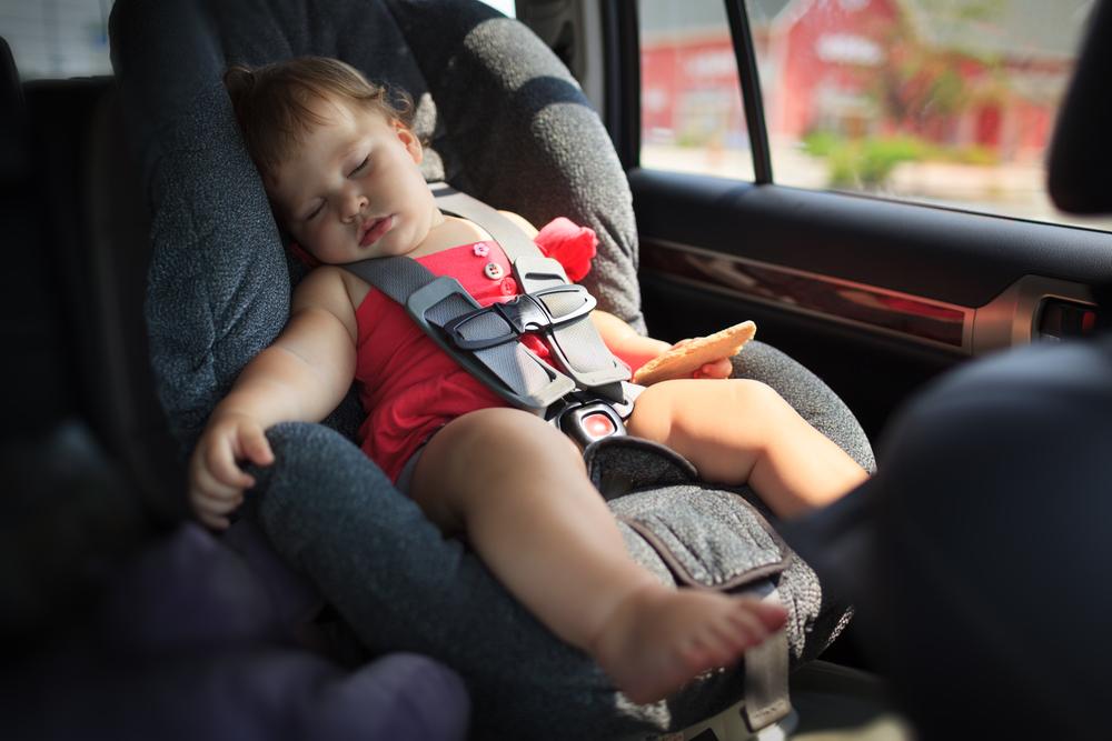 Heiße Kindersitze können im Sommer Verbrennungen verursachen