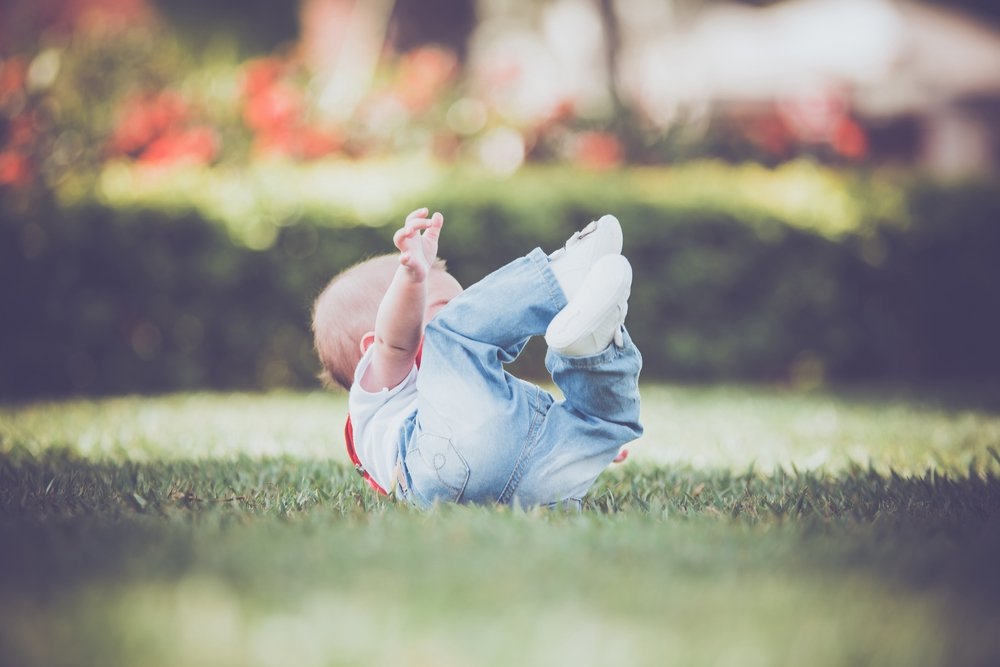 Es gibt Rucksäcke in Tierform, die Babys beim Umkippen schützen sollen