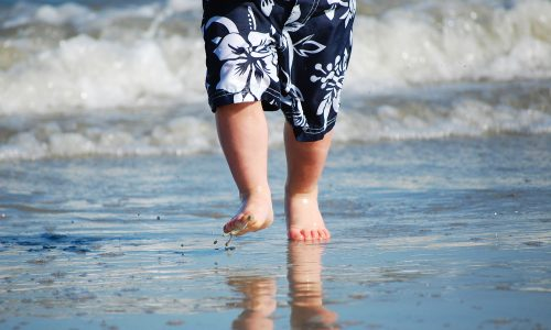 Kind wird von Welle erfasst und stirbt eine Woche später