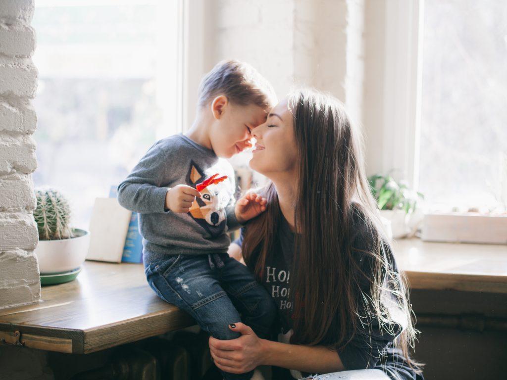 Kleiner Bub rettet Mutter das Leben