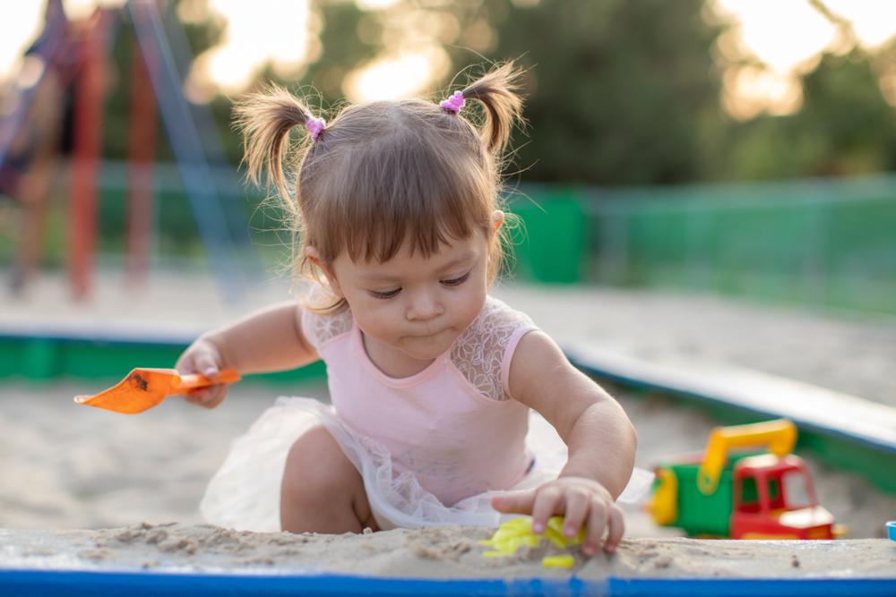 Warum du dein Kind nicht zum Teilen überreden solltest