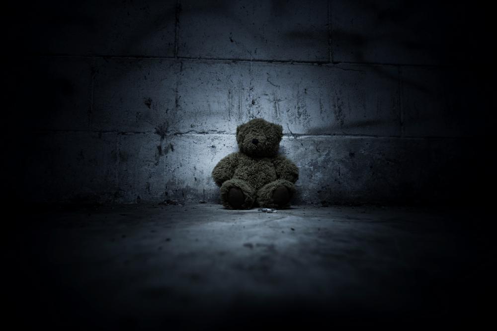 Kleinkinder hinter geheimer Mauer in Tagesstätte gefunden