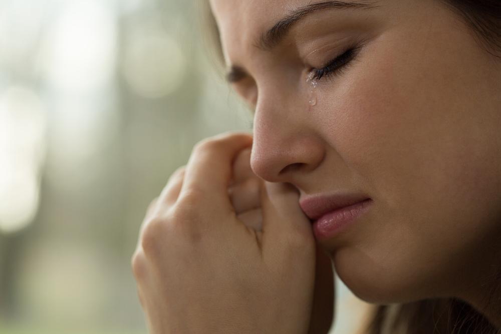 Mutter in Tränen, weil sie wegen Coronakrise keine Windeln findet