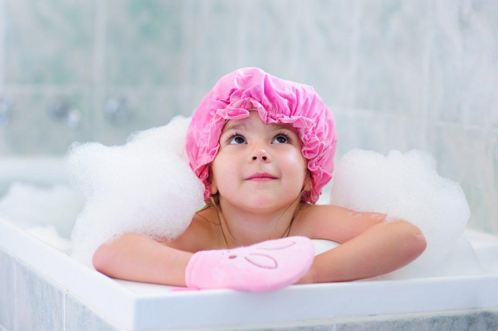 Zweijähriges Kind geht trotz Schwimmring in der Badewanne unter