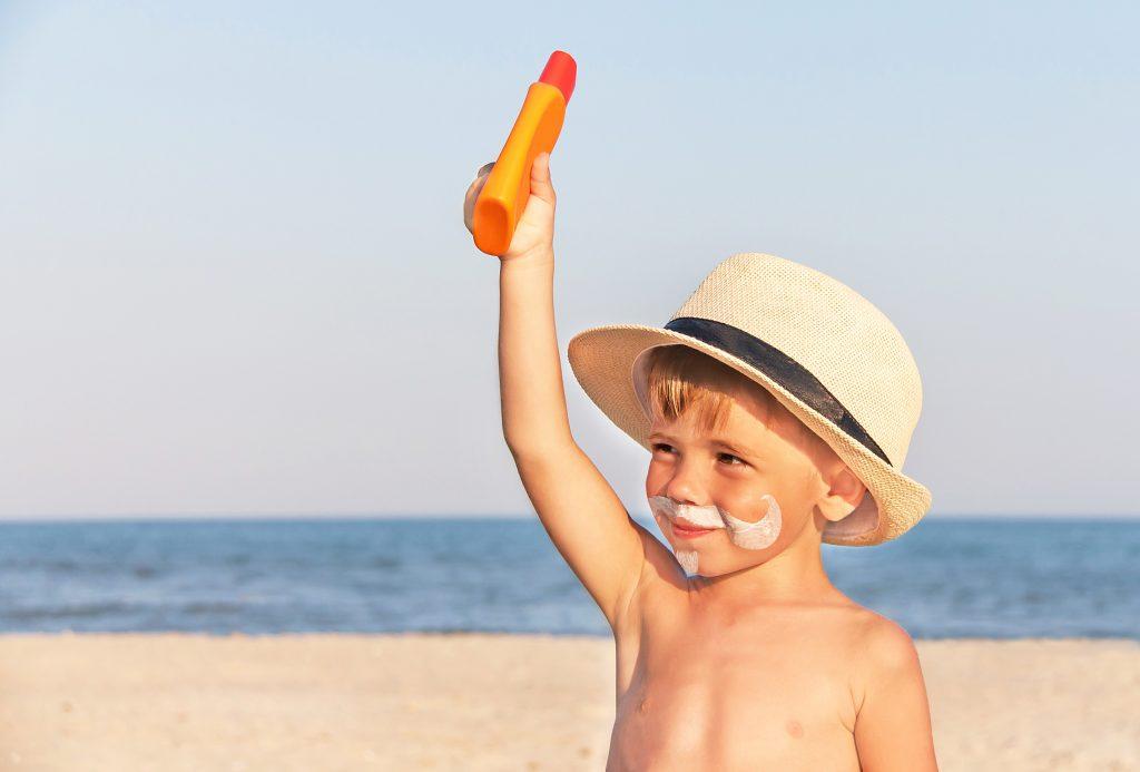 Günstiger Sonnenschutz für Kinder schneidet bei Tests am besten ab