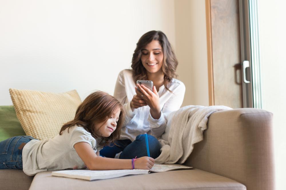Diesen Einfluss hat dein Smartphone auf die Beziehung deiner Kinder