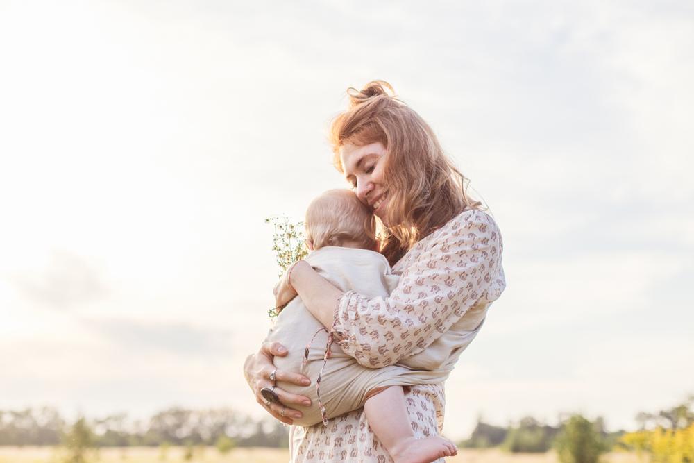6 Tipps für das Tragen bei Hitze: So geht es deinem Baby gut