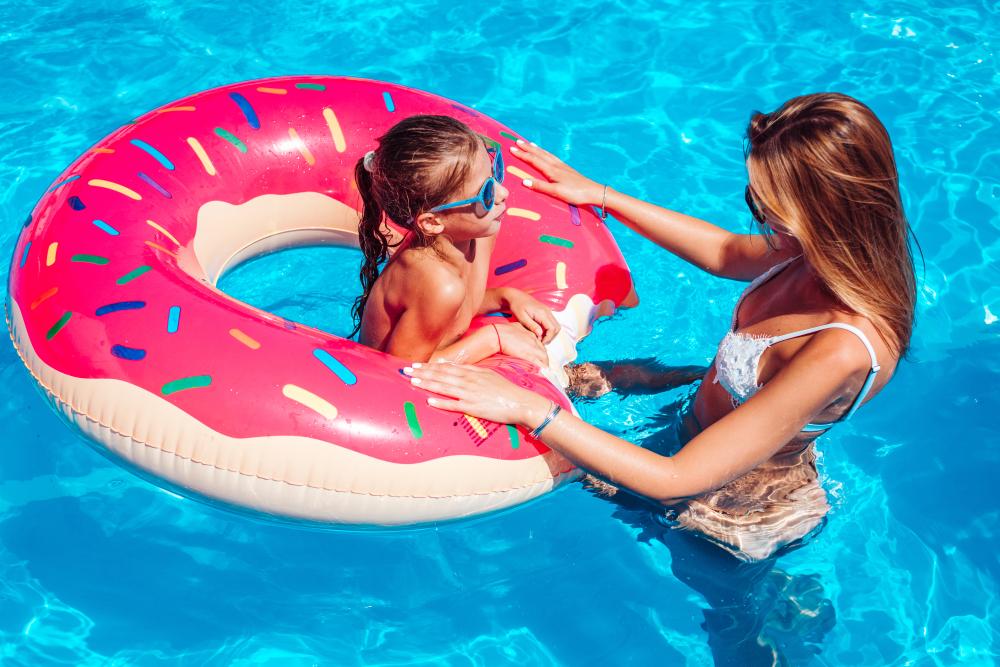 9 Müttertypen, die du an jedem Pool triffst