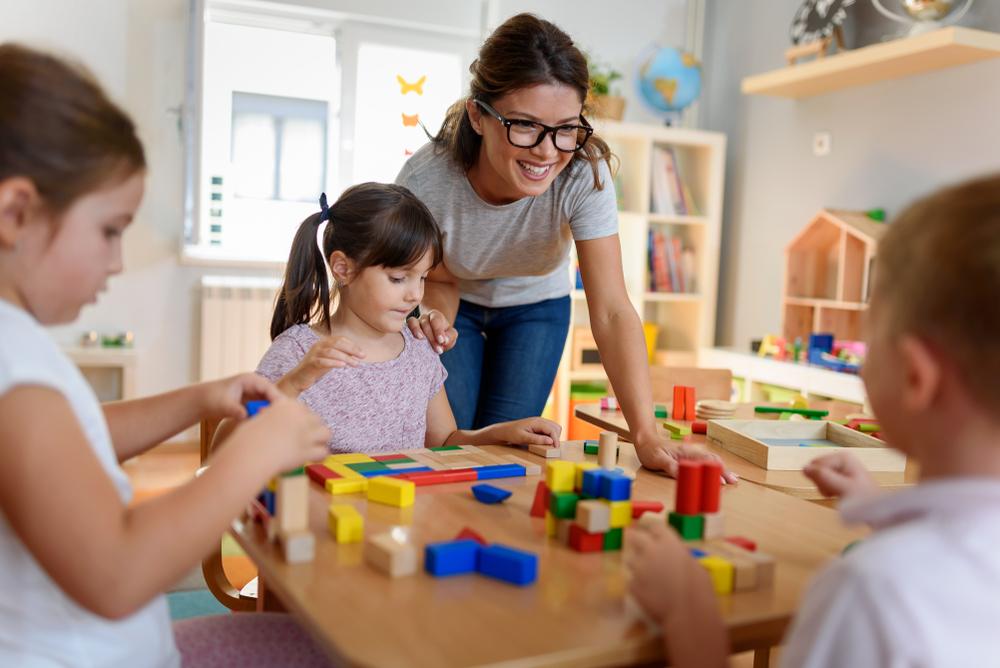 Warum wir KindergartenpädagogInnen mehr Gehalt und Anerkennung schenken sollten