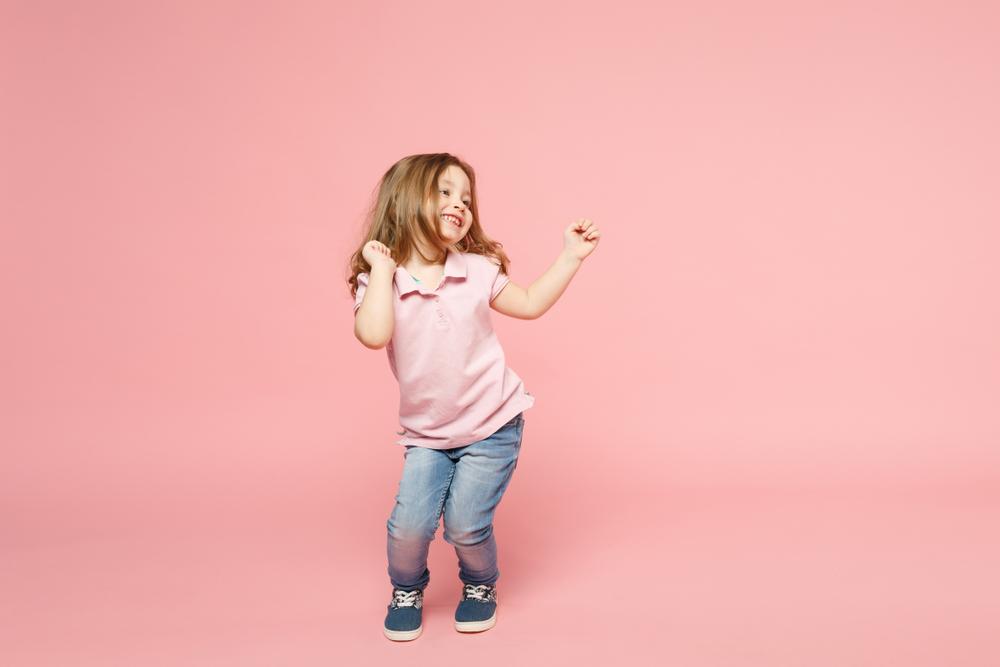 Tanzkurs zu Hause – Wie du dich mit deinem Kind durch die kursfreie Zeit tanzen kannst